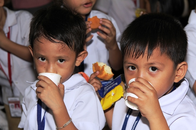 Batang Alaska School Milk Program with Sen. Loren Legarda and Jolina Magdangal-Escueta